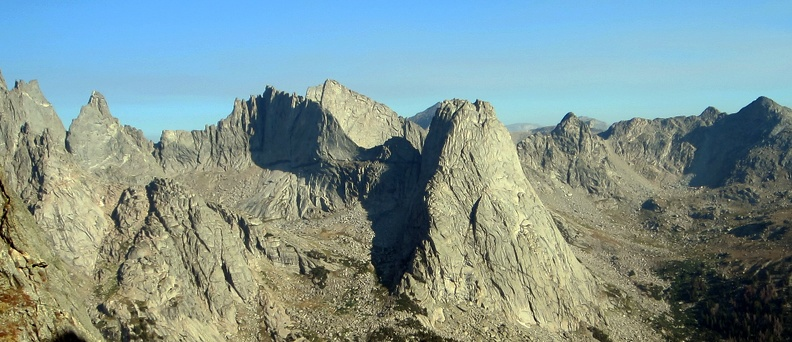 2012-08-23 - 10 - Overhanging Tower to Pingora from Notch.jpg